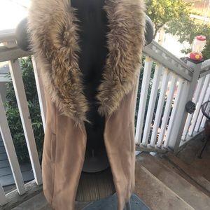 Guess vest, fur collar, pockets, lined..